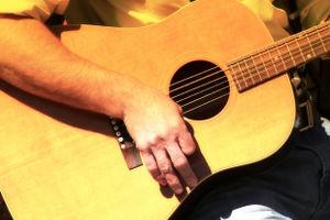 guitar_hands